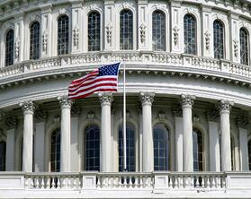 US_Capitol_with_flag